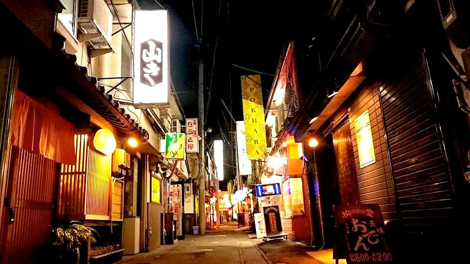 昭和のレトロな雰囲気が漂う八戸市内の横丁