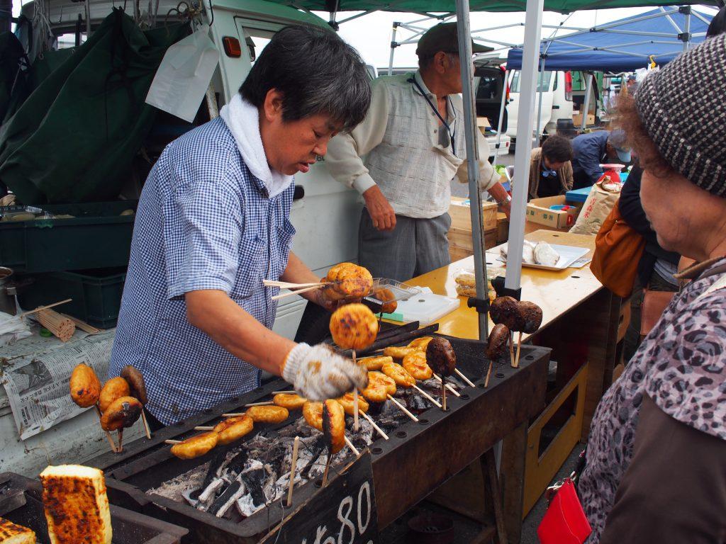 朝市名物「くし餅」